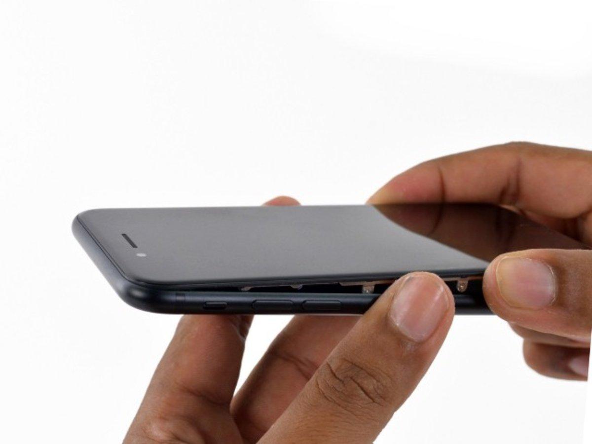 Halar cuidadosamente la pantalla del iPhone