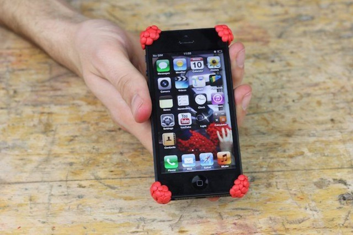 sugru-can-also-be-used-to-put-fun-bumpers-on-your-iphone-if-you-dont-want-a-case-but-want-to-be-sure-its-screen-wont-immediately-shatter-when-dropped-on-a-corner