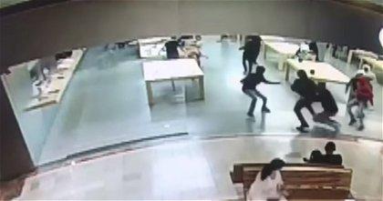 Adiós a los robos: Apple inventa un sistema de seguridad con el que los dispositivos se bloquean si salen de la tienda sin haberlos comprado