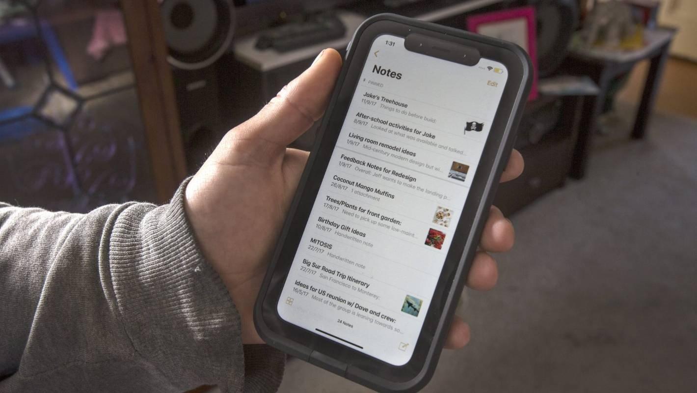 Compra un iPhone supuestamente nuevo y al encenderlo encuentra toda la información de su anterior dueño