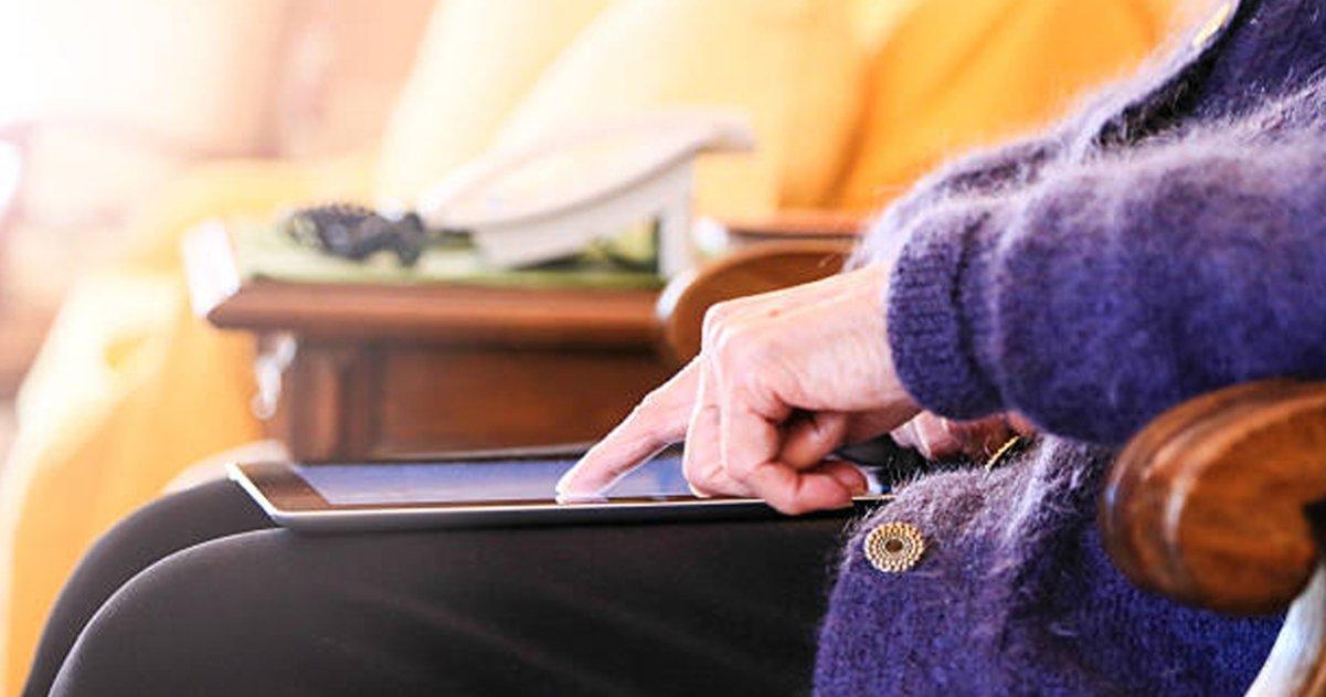 Le compró un iPad a su abuela de 82 años y ahora ella no puede vivir sin él