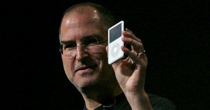 Steve Jobs lanzó un iPod a una pecera para demostrar que tenía razón