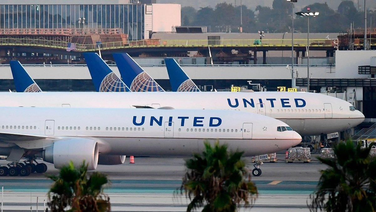 Broma de un adolescente causa que evacuen un avion por culpa de las fotos que mando