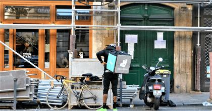 """Deliveroo abandonará España tras la """"ley rider"""""""