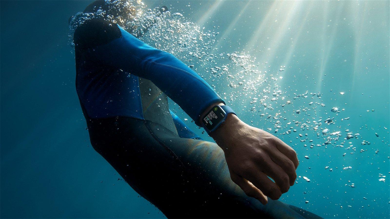 Apple Watch Series 7 en el agua